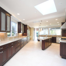 Transitional Kitchen by Bay Area Design Build, Inc.