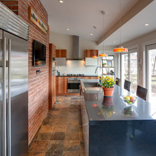 Contemporary Kitchen by Bethesda Builders Ltd.