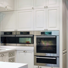 Transitional Kitchen by Yorkville Design Centre