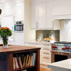 Traditional Kitchen by Yorkville Design Centre
