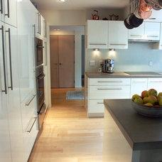 Contemporary Kitchen by Lifestyle Kitchen Studio
