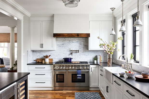 Beach Style Kitchen by Laura Campbell Architecture