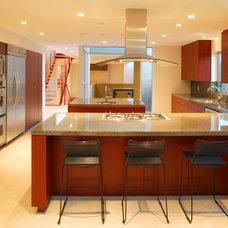 Modern Kitchen by Dean Nota Architect