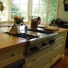 Traditional Kitchen by Building Solutions
