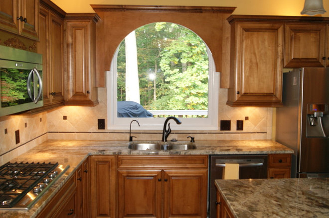 Traditional Kitchen by Regina L. Pace