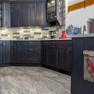Mid-sized country u-shaped eat-in kitchen in Calgary with a double-bowl sink, shaker cabinets, distressed cabinets, quartzite benchtops, grey splashback, slate splashback, stainless steel appliances, a peninsula and white benchtop.