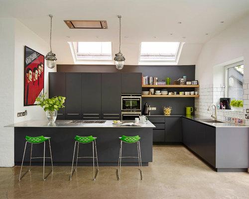 k chen mit r ckwand aus metrofliesen und integriertem waschbecken ideen design bilder houzz. Black Bedroom Furniture Sets. Home Design Ideas