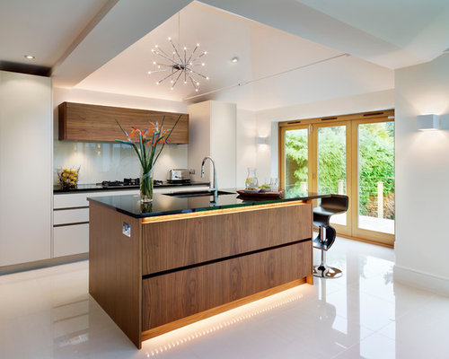 Contemporary Kitchen Design Ideas, Remodels & Photos with Medium Tone Wood Cabinets