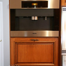 Traditional Kitchen by Royal Cabinet Company, Inc.