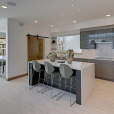 Modern Kitchen by Maric Homes