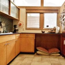 Midcentury Kitchen by Kimberley Bryan