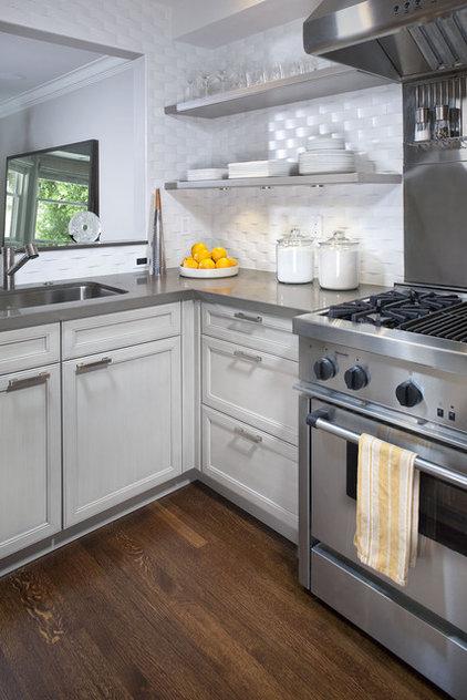 Modern Kitchen by lisa gutow design