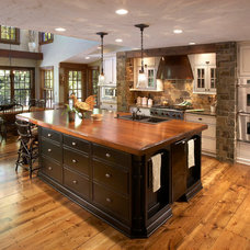Traditional Kitchen by Holiday Kitchens
