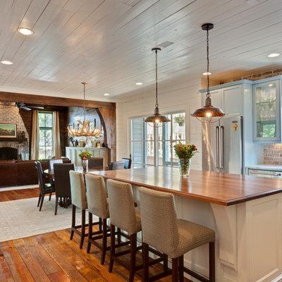 Example of a farmhouse kitchen design in Atlanta