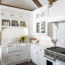 Farmhouse Kitchen by Astro Design Centre