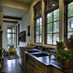 traditional kitchen by Bear Mountain Builders