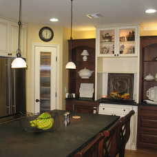 Traditional Kitchen by Savvy Kitchens