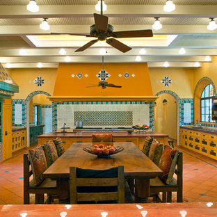 Southwestern kitchen remodeling - Example of a southwest kitchen design in Houston