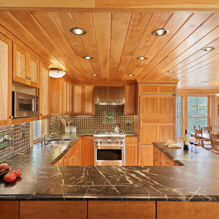 Eat-in kitchen - traditional u-shaped eat-in kitchen idea in DC Metro with an undermount sink, recessed-panel cabinets, medium tone wood cabinets, brown backsplash and stainless steel appliances