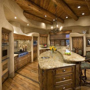 Rustikale Küche mit Küchengeräten aus Edelstahl und Rückwand aus Schiefer in Phoenix