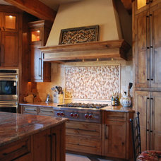 Traditional Kitchen by BELLA VICI