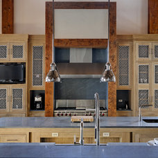 Rustic Kitchen by d'apostrophe design, inc.