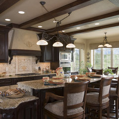 contemporary kitchen by Design Associates - Lynette Zambon, Carol Merica