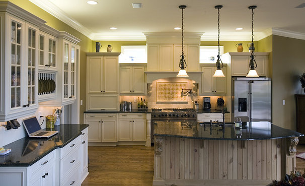 Rustic Kitchen by Grainda Builders, Inc.
