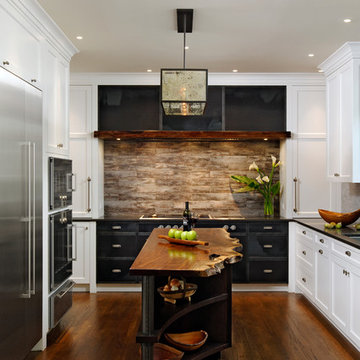Rustic Modern Kitchen in Steel and Wood