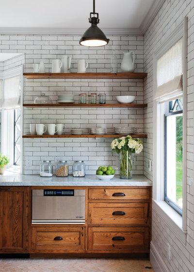 ラスティック キッチン by Crown Point Cabinetry