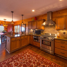 Rustic Kitchen by Grove Park Fine Homes