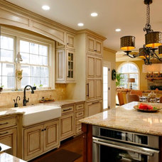 Traditional Kitchen by GREAT FALLS CONSTRUCTION