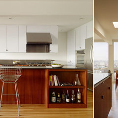 modern kitchen by Schwartz and Architecture