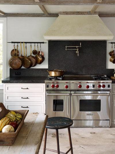 Farmhouse Kitchen by SKOLNICK Architecture & Design Partnership