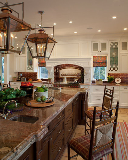 Traditional Kitchen by Matthew Korn Architecture AIA