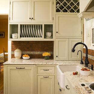 На фото: кухня в классическом стиле с раковиной в стиле кантри, фасадами с декоративным кантом, зелеными фасадами, гранитной столешницей, красным фартуком и фартуком из терракотовой плитки с