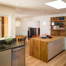 Modern Kitchen by building Lab, inc.