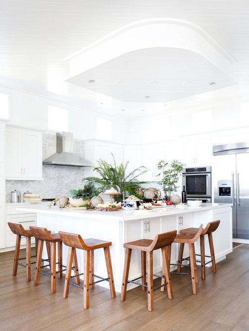 cuisine bord de mer avec une cr dence en mosa que photos et id es d co de cuisines. Black Bedroom Furniture Sets. Home Design Ideas