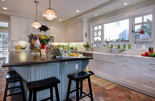 Houzz tour country meets coastal near a california beach for Cal s country kitchen