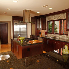 Tropical Kitchen by David Brandsen Construction Inc.