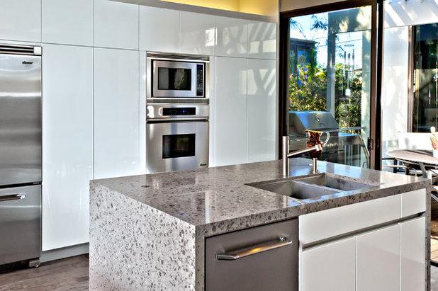 Modern Kitchen by Jamie Gold, CKD, CAPS, MCCWC