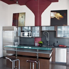 Modern Kitchen by Applegate Tran Interiors