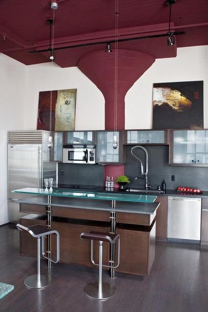 Modern Kitchen by Applegate Tran Interiors