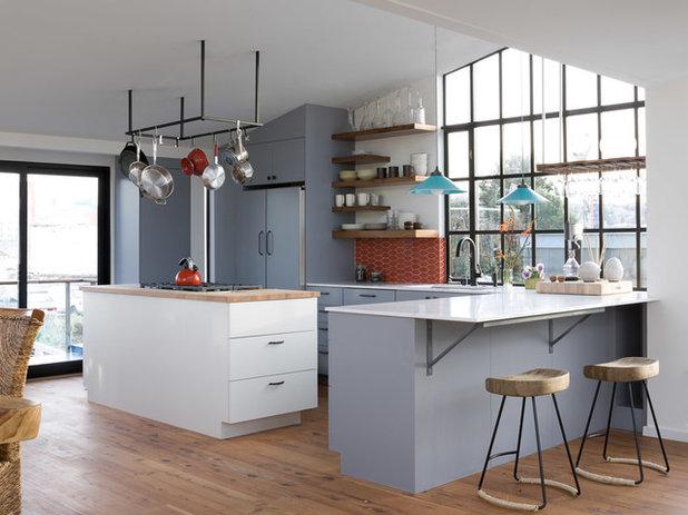 Modern Kitchen by Robert Nebolon Architects