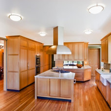 Traditional Kitchen by DNM Architect
