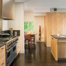 Modern Kitchen by Michael Merrill Design Studio, Inc