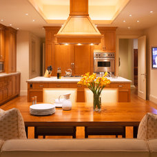 Contemporary Kitchen by The Wiseman Group Interior Design, Inc