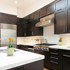 modern kitchen by Dijeau Poage Construction