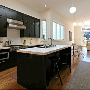 Gentil Trendy Eat In Kitchen Photo In San Francisco With Marble Countertops,  Stainless Steel Appliances