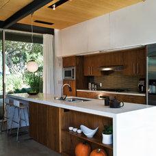 Modern Kitchen by O plus L